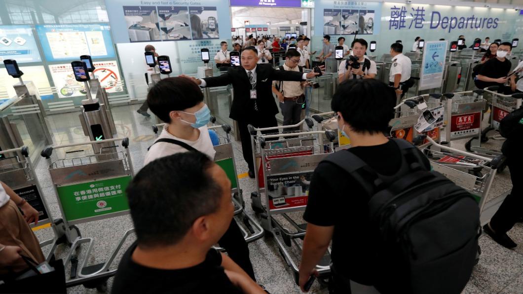 圖/達志影像路透 黑衣罩眼集會 港機場再癱瘓.取消310航班