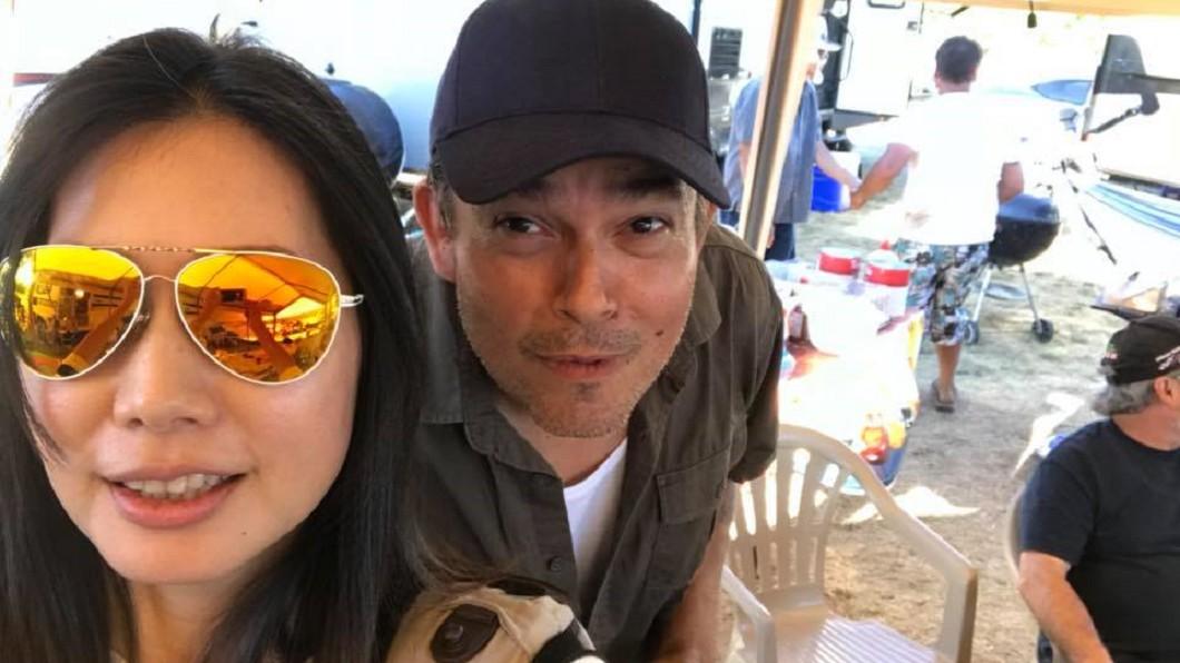 丁寧與老公自拍。圖/翻攝丁寧 Ding Ning臉書