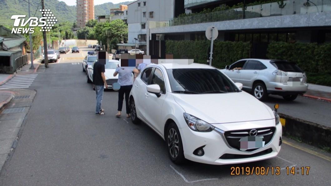 圖/TVBS 快訊/藝人蕭敬騰開千萬超跑 不慎擦撞致歉