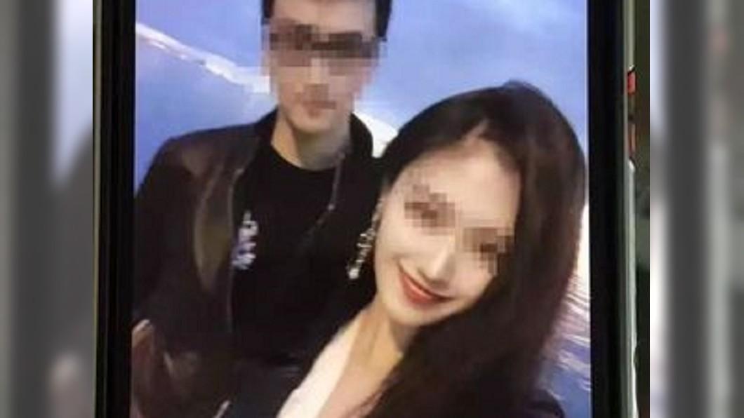 何女墜樓前一晚發布的情侶合照。圖/翻攝自微博 正妹學霸墜樓亡 男友哭喊「攔不住」遭家屬打臉