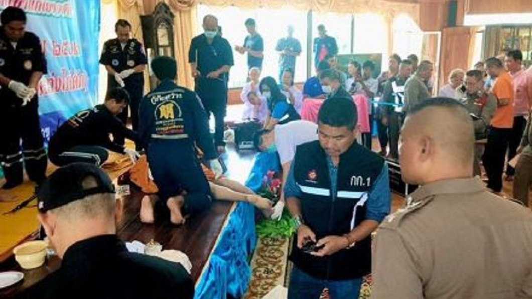 泰國呵叻府一間寺廟,發生住持僧侶遭槍殺身亡的案件。(圖/翻攝自泰國網微博) 疑妻和高僧有姦情 醋男眾人面前開槍擊斃40年老友