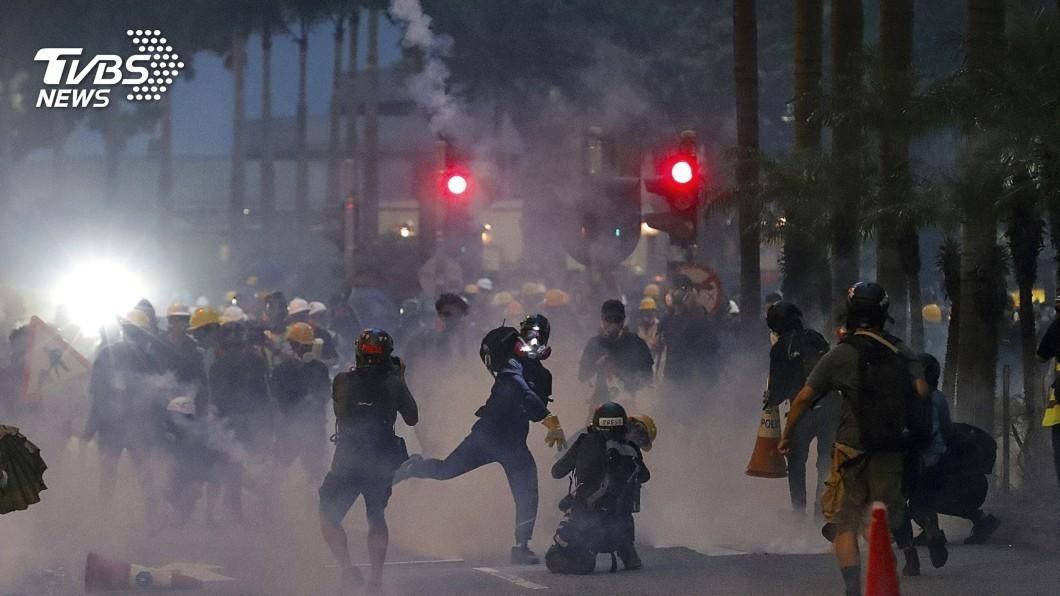 圖/達志影像美聯社 港警闖地鐵射催淚彈 UN:過度使用武力