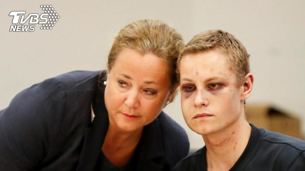 挪威清真寺槍擊嫌犯曼夏奧斯〈右〉與他的辯護律師〈左〉。圖/達志影像路透社