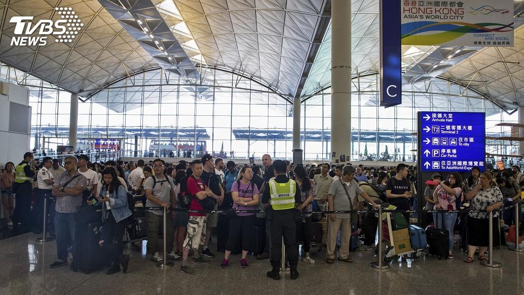圖/達志影像美聯社 示威人潮逐漸散去 香港機場恢復運作