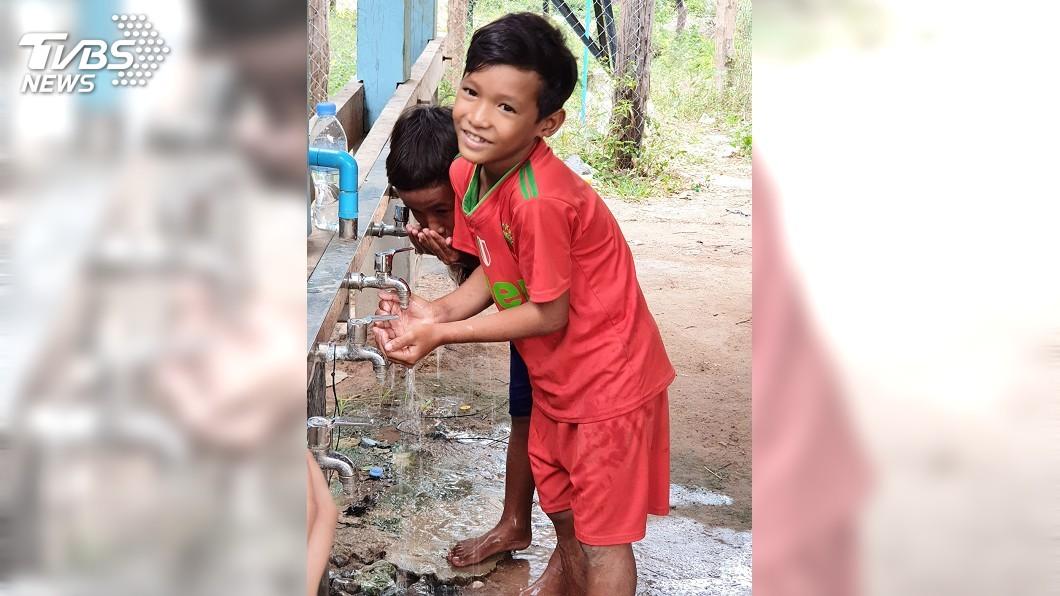 圖/中央社 喝水營養成大問題 柬埔寨孩子的生存之戰