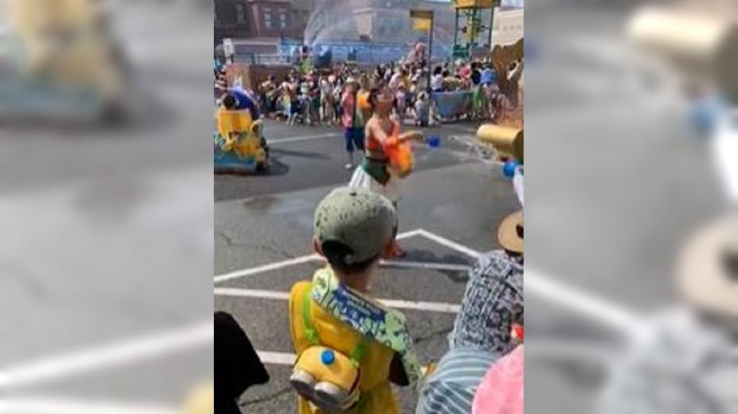 圖/翻攝自臭宝儿2010微博 盛夏消暑來這! 日樂園祭玩水濕身大戰