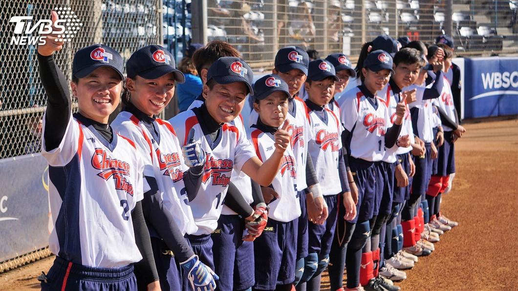 圖/中央社 女壘青年隊挺進世界盃 台灣加油歌聲迴盪球場
