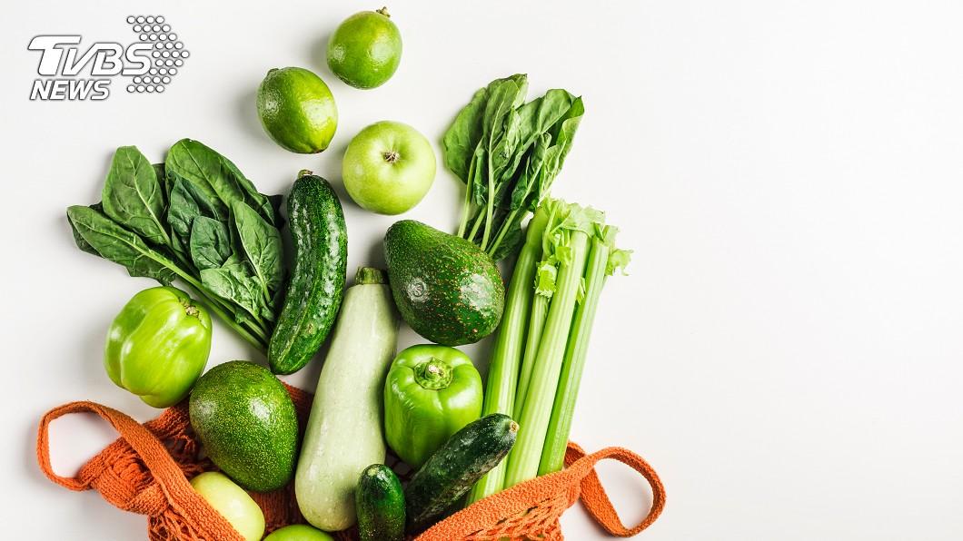 不少人開始注重體態、傾向健康水煮飲食,青菜是很好的攝取來源,同時要必須注意洗菜的流程。圖/TVBS 破除小蘇打洗菜迷思 這「3步驟」你洗對了嗎?