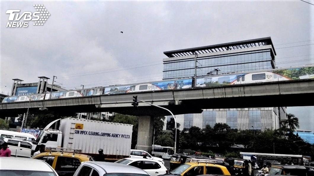 圖/觀光局新加坡辦事處提供 台灣觀光彩繪捷運列車首次穿梭孟買 迴響熱烈