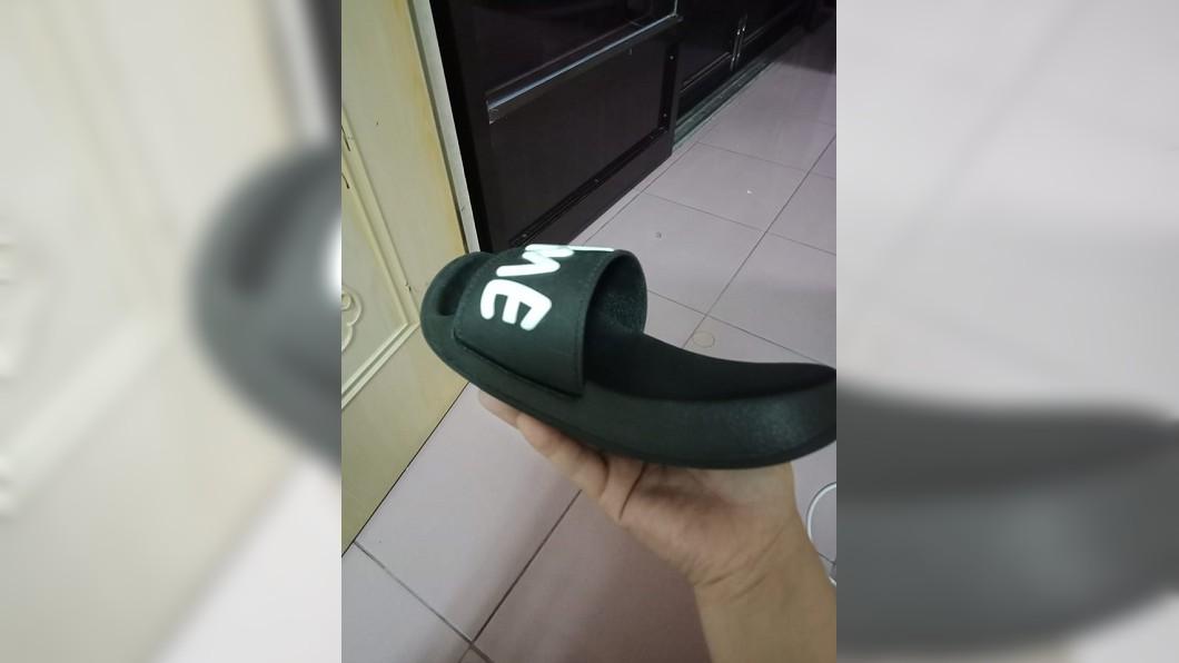 網友分享縮水的鞋子。圖/翻攝自爆廢公社二館臉書