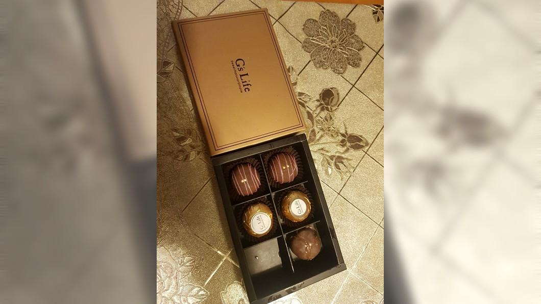 原PO收到1和高級巧克力。圖/翻攝自爆廢公社臉書
