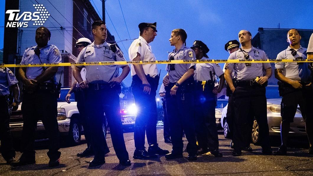 圖/達志影像美聯社 費城爆發槍擊!6員警受傷 歹徒躲建築物中