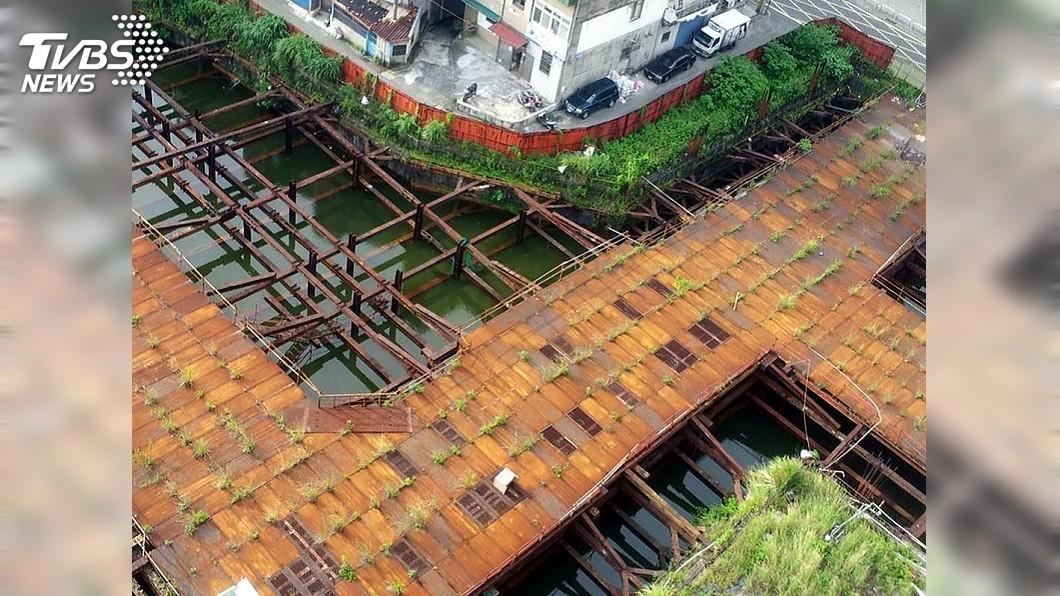 圖/中央社 淡水廢棄市場工地藏隱憂 9月回填大水池