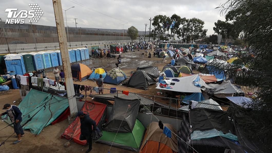 圖/達志影像美聯社 川普移民新規要設「貧富標準」 13州聯合提告