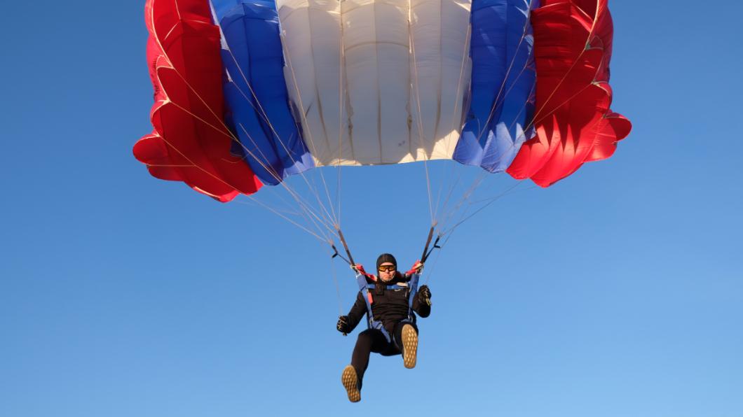 示意圖/TVBS 跳傘壞了!1500米高空墜落 奇蹟活命