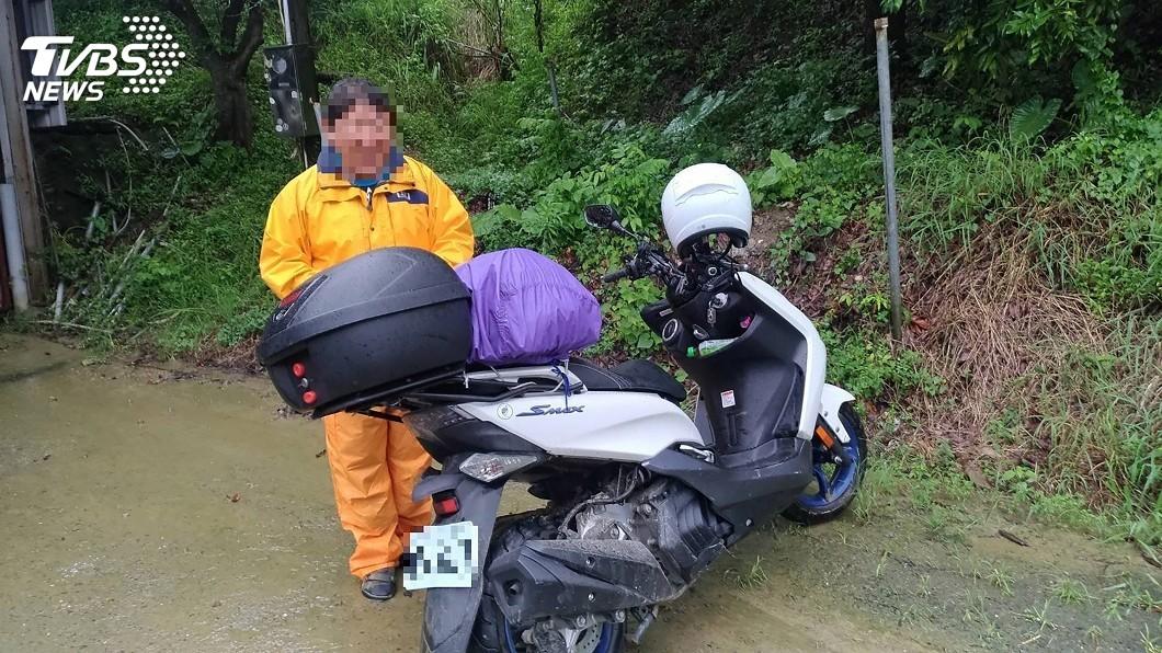 圖/中央社 日本遊客台南遇土石流動彈不得 警方巡查協助脫困