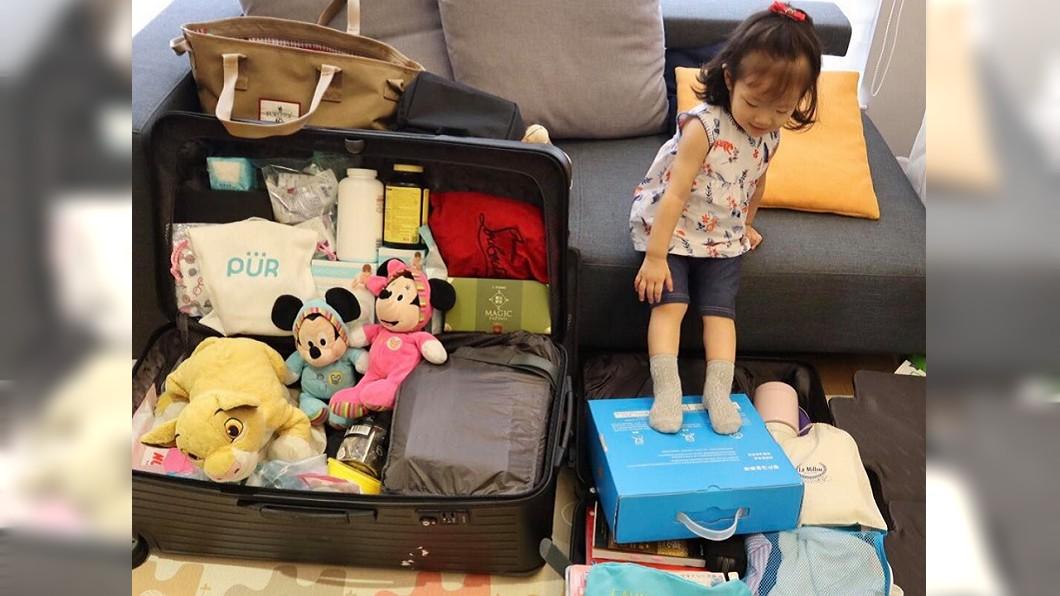 楊千霈18日和長女娃寶一起整理待產包。圖/翻攝楊千霈 Pink Yang臉書