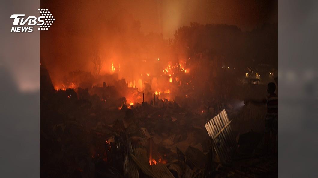 圖/達志影像美聯社 孟加拉貧民窟大火 6小時燒光1.5萬戶