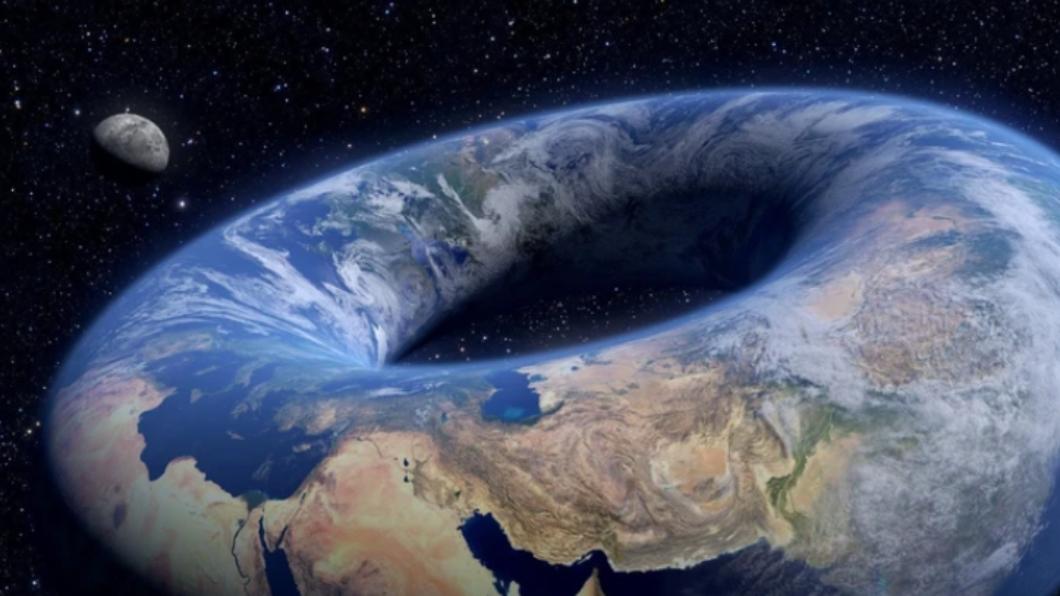圖/翻攝自LADbible臉書 驚!地球是「甜甜圈」形狀? 網路作家「擬仿解析」