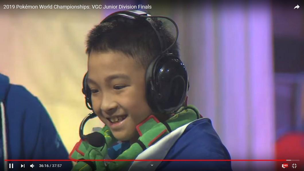 10歲的吳比,拿下「2019寶可夢國際錦標賽」電玩遊戲部門的兒童組世界冠軍。圖/翻攝The Official Pokémon YouTube channel YouTube 台灣之光! 10歲小將奪「寶可夢」世界冠軍
