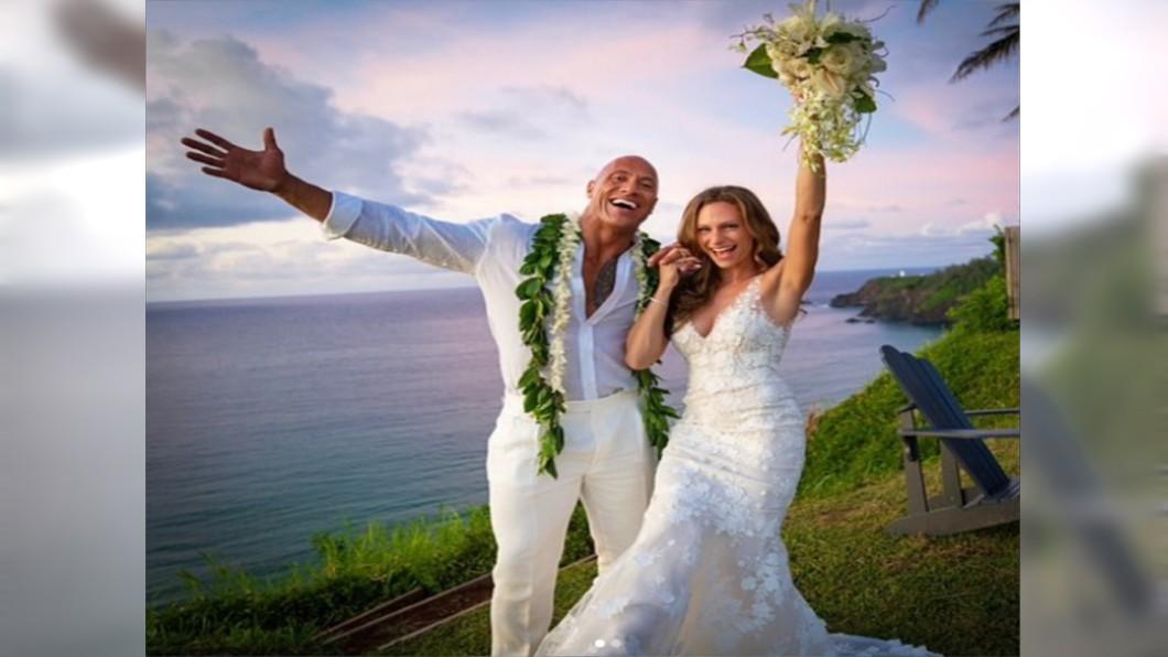 圖/翻攝自巨石強森IG 快訊/巨石強森宣告結婚 交往12年喊「我們願意」