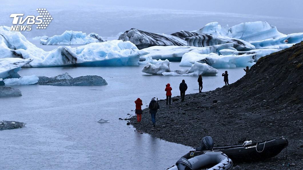 圖/達志影像美聯社 全球暖化速度增快 拱橋冰川三秒崩塌嚇人