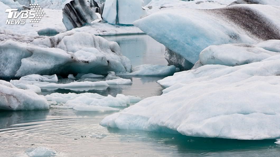全球暖化導致北極冰層融化。(示意圖/TVBS) 日本環境白皮書示警 全球面臨生物存續氣候危機