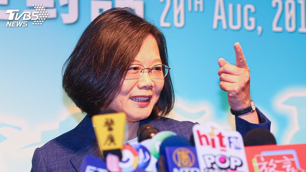 圖/中央社 韓國瑜秀公文 總統:他還有3年可把市長做好