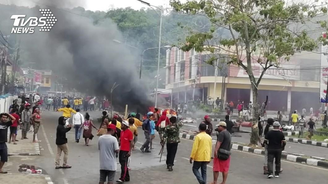 圖/達志影像美聯社 控印尼種族歧視 巴布亞原住民燒議會抗議
