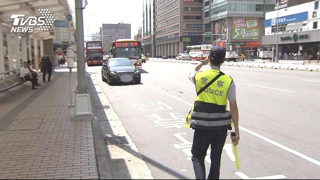 交通警察執行勤務時,常會面臨許多的危險。(示意圖/TVBS) 車禍讓她戀上承辦警 要電話被拒仍告白:我不會放棄