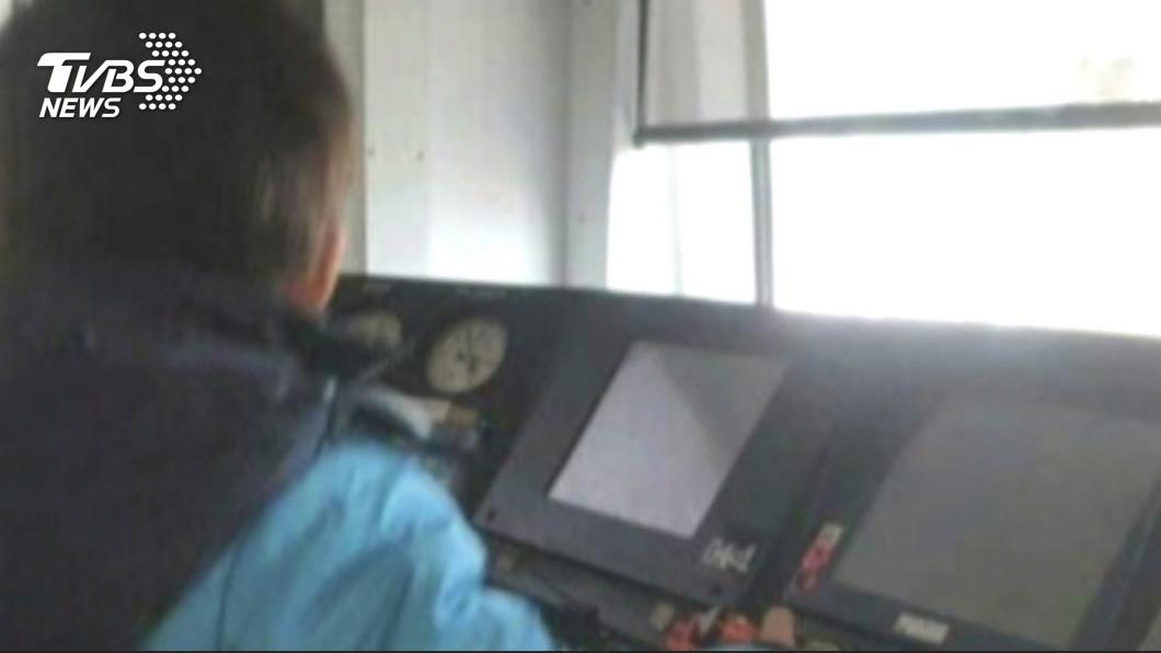 圖/TVBS 罔顧安全 台鐵女車長帶兒進列車駕駛艙