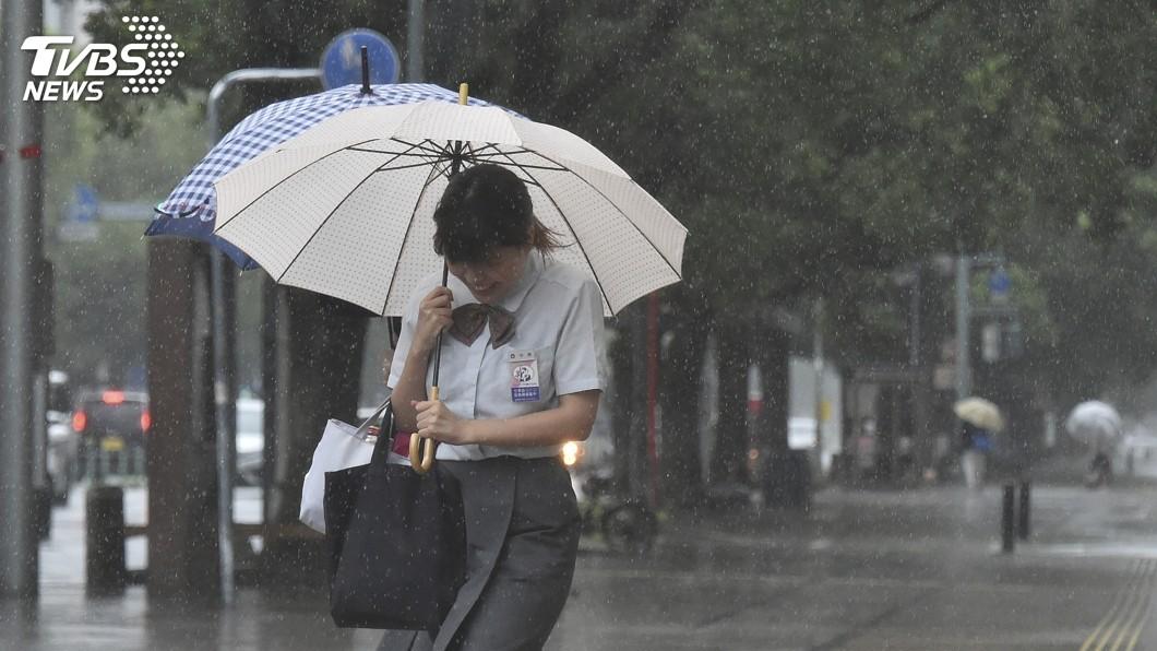 圖/達志影像美聯社 日本本州暴雨 從早下到晚、從西下到東