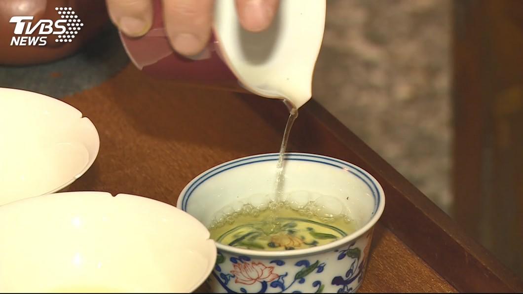 示意圖/TVBS 網購「海豹濾茶器」 一沖水成命案現場…網笑:買到母的