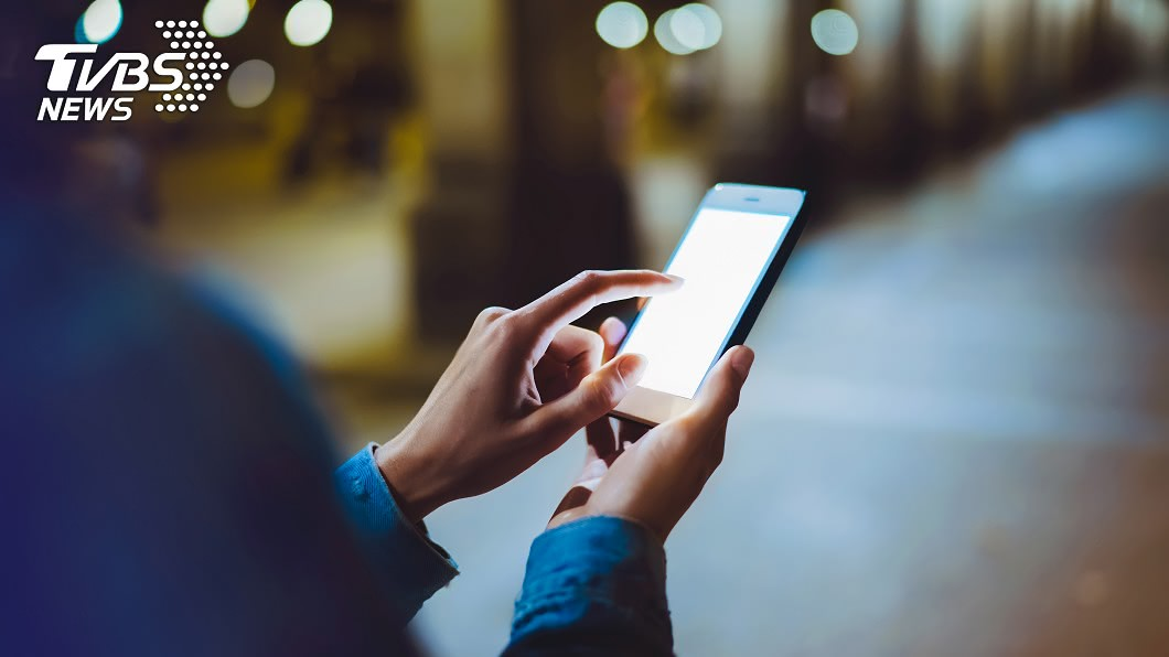 你會好奇另一半平常都去哪裡嗎?示意圖/TVBS 猛!手機隱藏版功能 秒查另一半「常去哪、待多久」