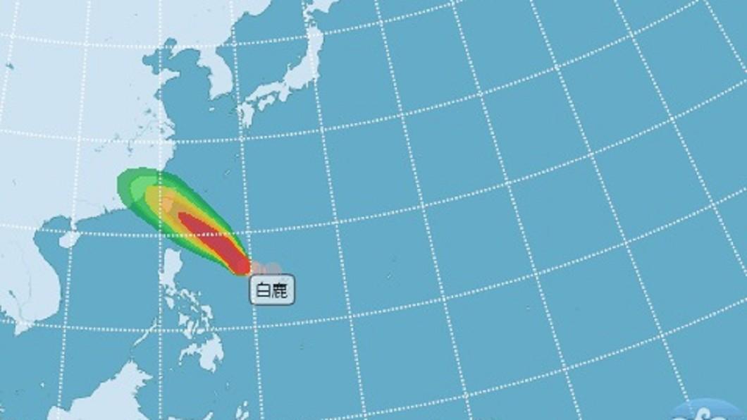 颱風「白鹿」逐漸靠近。圖/翻攝自氣象局 白鹿快閃台灣? 一張圖曝「未來4天降雨熱區」