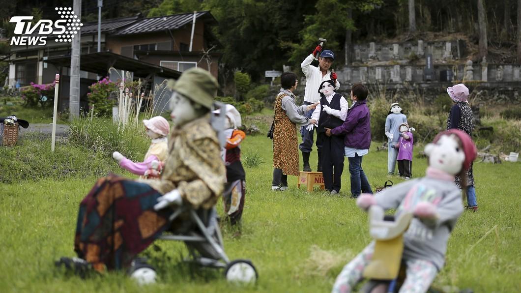 圖/達志影像美聯社 日本有個「無人村」 全村擺放假娃無真娃