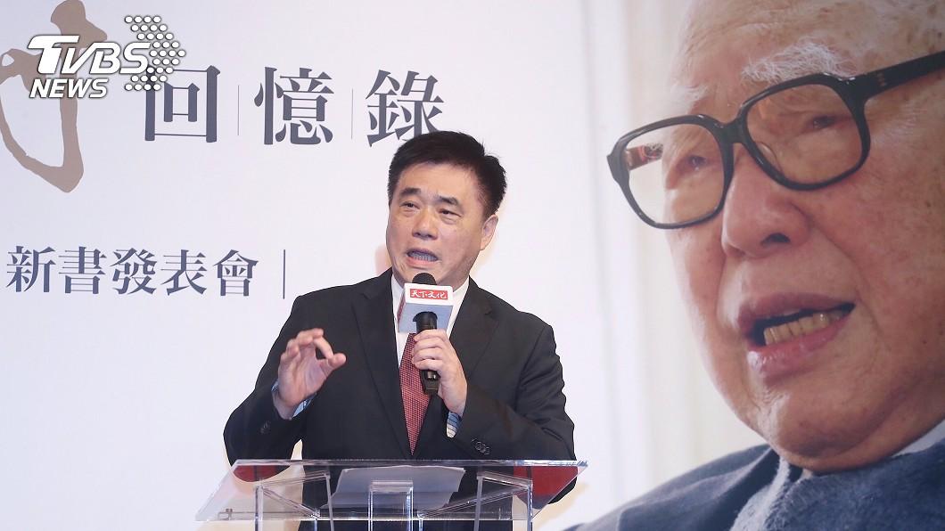 國民黨副主席郝龍斌出席「郝柏村回憶錄」新書發表會,致詞時談到他所認識的前行政院長、他的父親郝柏村。(圖/中央社) 出將入相的人生 郝柏村百歲回憶錄