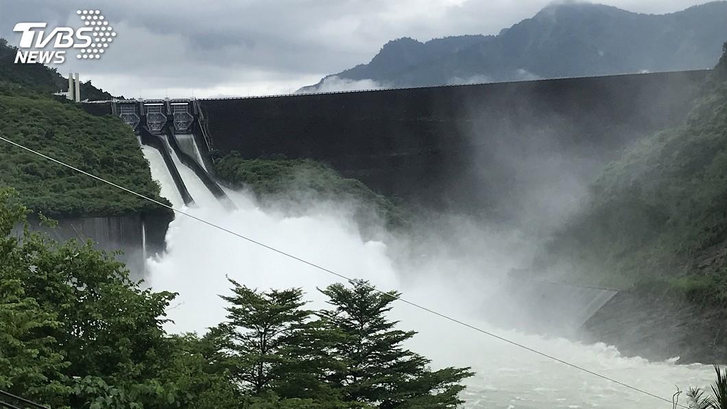 圖/中央社 颱風白鹿逼近 台南主要水庫持續放水溢流