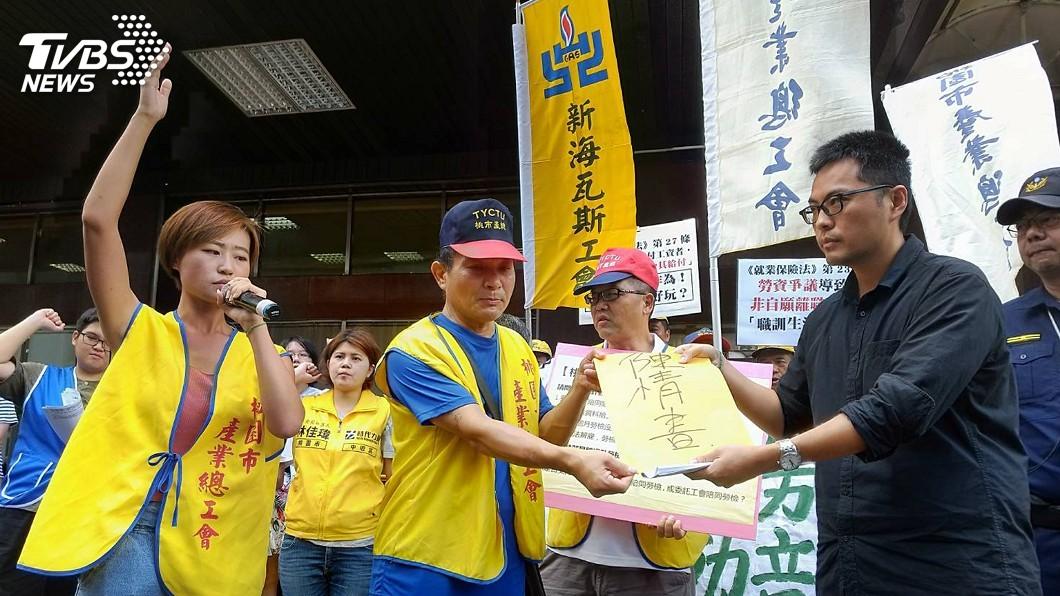 圖/中央社 勞團要求產職業工會陪同勞檢 勞部通盤研議