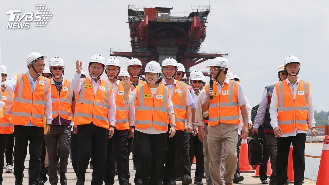 圖/中央社 視察金門大橋 蔡總統:2021如期如質完工