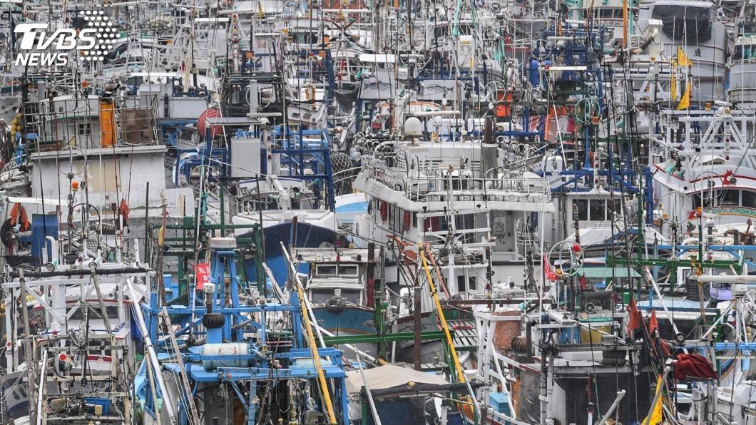 圖/中央社 颱風白鹿逼近東台灣 600多艘漁船塞爆南方澳