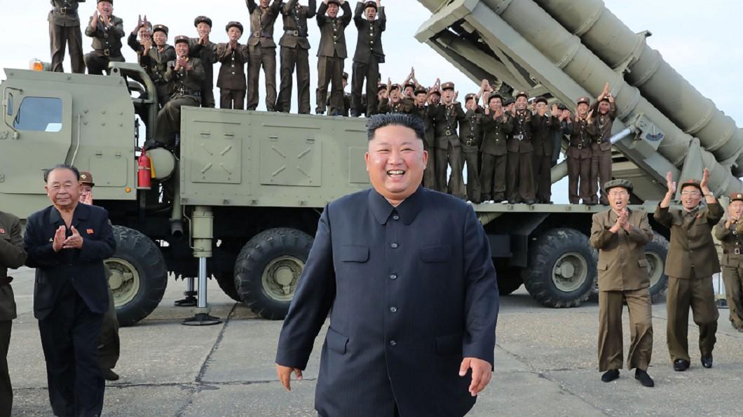 圖/達志影像美聯社 金正恩親自指揮 北韓試射「超大型火箭砲」