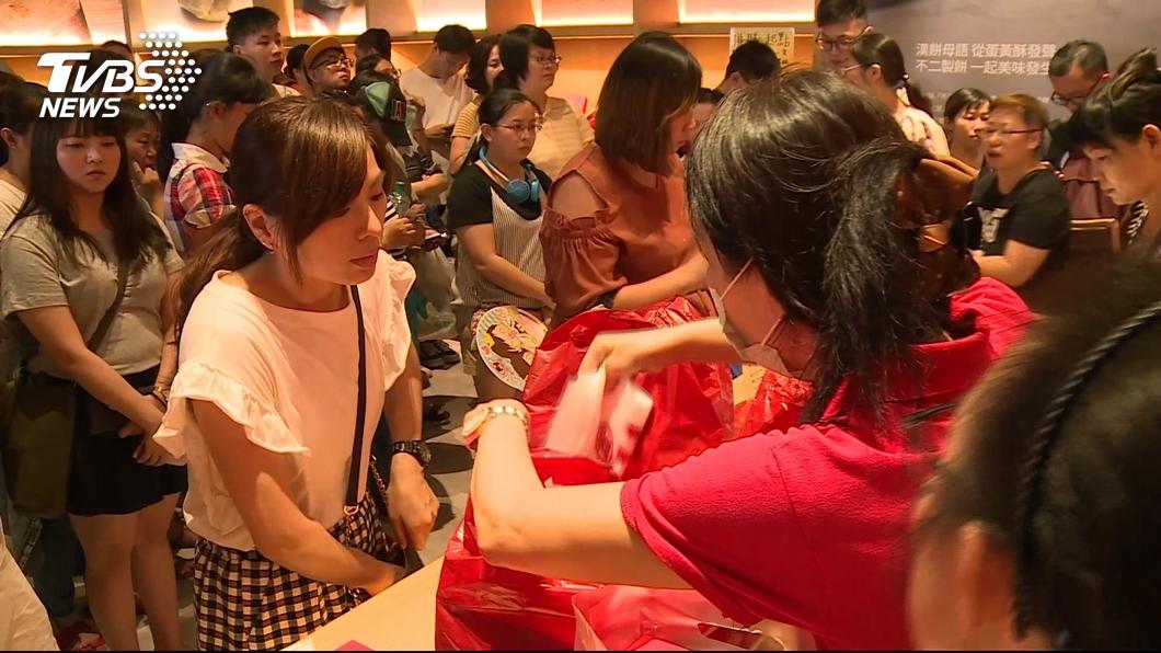 圖/TVBS 兩樣情!蛋黃酥名店 台中加碼、彰化限時賣