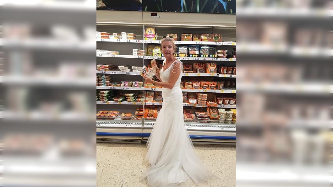 圖/翻攝自臉書粉專「The life and times of a wedding dress」