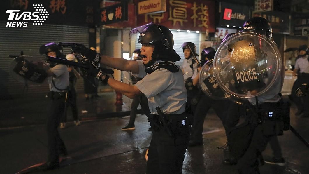 圖/達志影像美聯社 港警首次射真槍實彈 稱生命受威脅保護自己