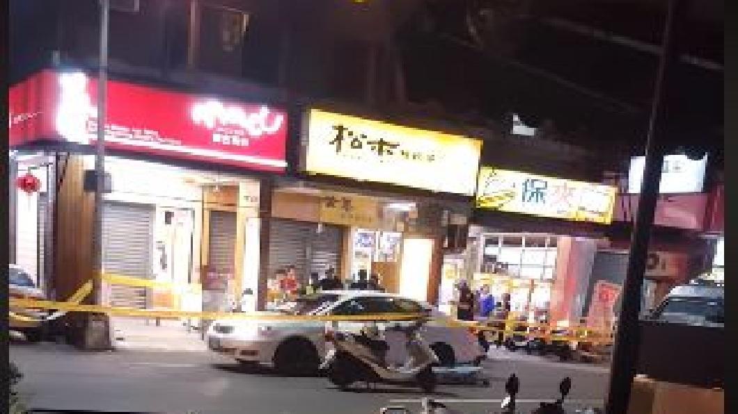 高雄鳳山發生男子在車內開槍自戕身亡的案件。(圖/翻攝自爆料公社) 要前妻下車買鹽酥雞 男在車內自轟頭部亡