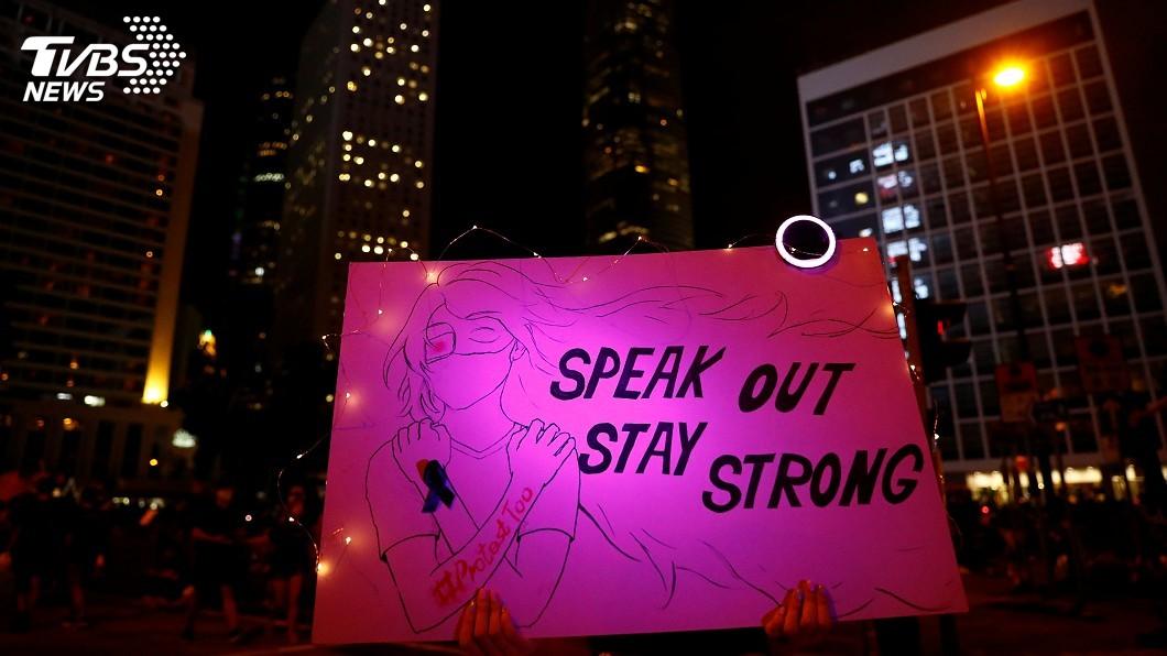 圖/達志影像路透社 香港反送中抗議警察性暴力集會 3萬人擠滿遮打花園