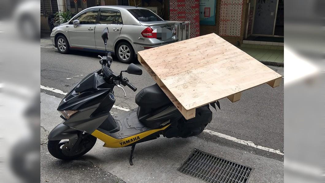 網友PO文笑稱「裝了尾翼之後,大車都會跟我保持距離了」。圖/翻攝加藤軍台灣粉絲團 2.0臉書粉絲頁