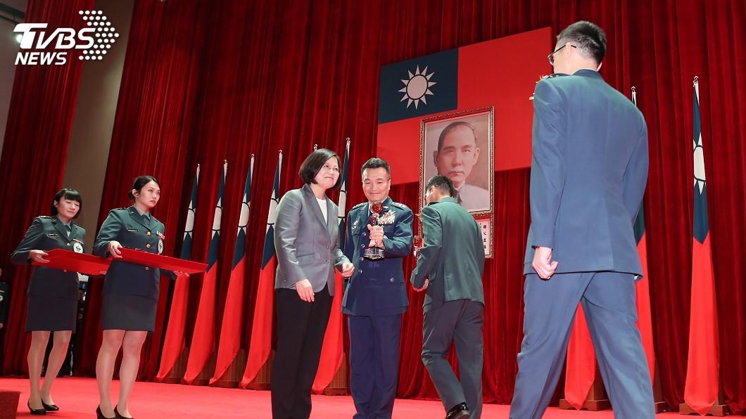 圖/中央社 從軍購到告別雙濕牌雨衣 總統:讓國軍有戰力尊嚴