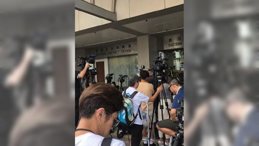圖/翻攝自寰亚SYHP 微博 港警24小時內逮9人 黃之鋒:拘捕嚇不退港人